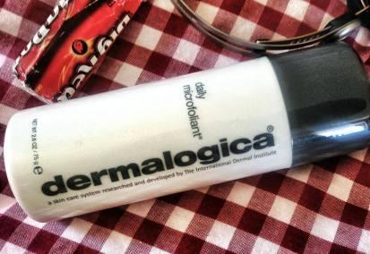 So schnell kann's gehen. Eine harmlose Empfehlung für ein Kosmetikprodukt von Dermalogica löst in den sozialen Netzwerken einen Shitstorm aus. Doch Jans souveräner Umgang mit der Situation nimmt den aufgebrachten Facebook-Usern schnell den Wind aus den Segeln.