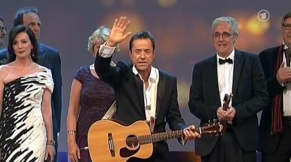 9. Mai: Jan Josef Liefers moderiert den Deutschen Filmpreis 2014 (Artikel: https://janjosefliefers-fanseite.com/2014/05/10/die-gala-des-deutschen-filmpreises-2014-tv-moderatorendebut-fur-jan-josef-liefers/)