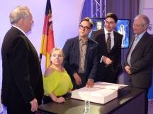 Quelle: Pfalz Express http://www.pfalz-express.de/verleihung-des-hans-rosenthal-ehrenpreises-schauspieler-jan-josef-liefers-engagiert-sich-fuer-seltene-demenz-erkrankung-an-kindern/