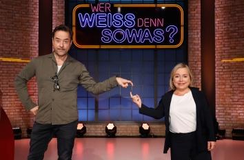 """Jan Josef Liefers und Christine Urspruch traten bei """"Wer weiß denn sowas?"""" als Kandidaten gegeneinander an. Foto: ARD/Morris Mac Matzen"""
